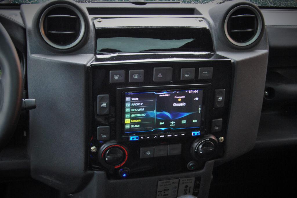 Landrover Defender V8 radio