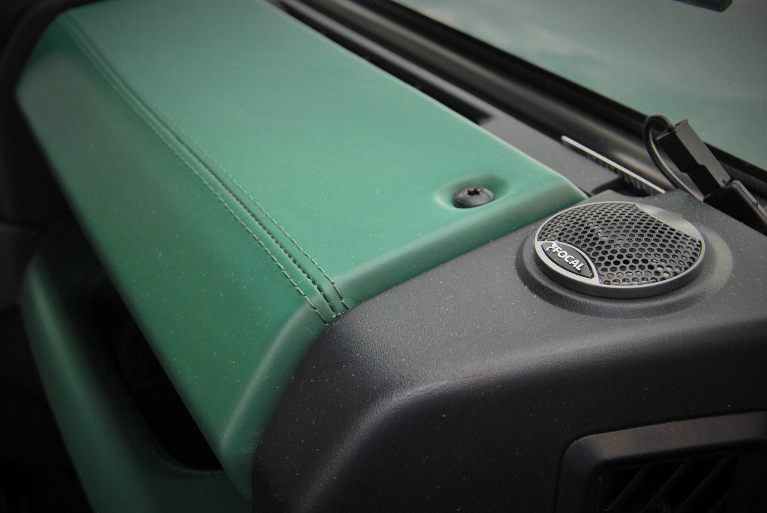 Land Rover Defender 90 Keswick Green interieur speaker