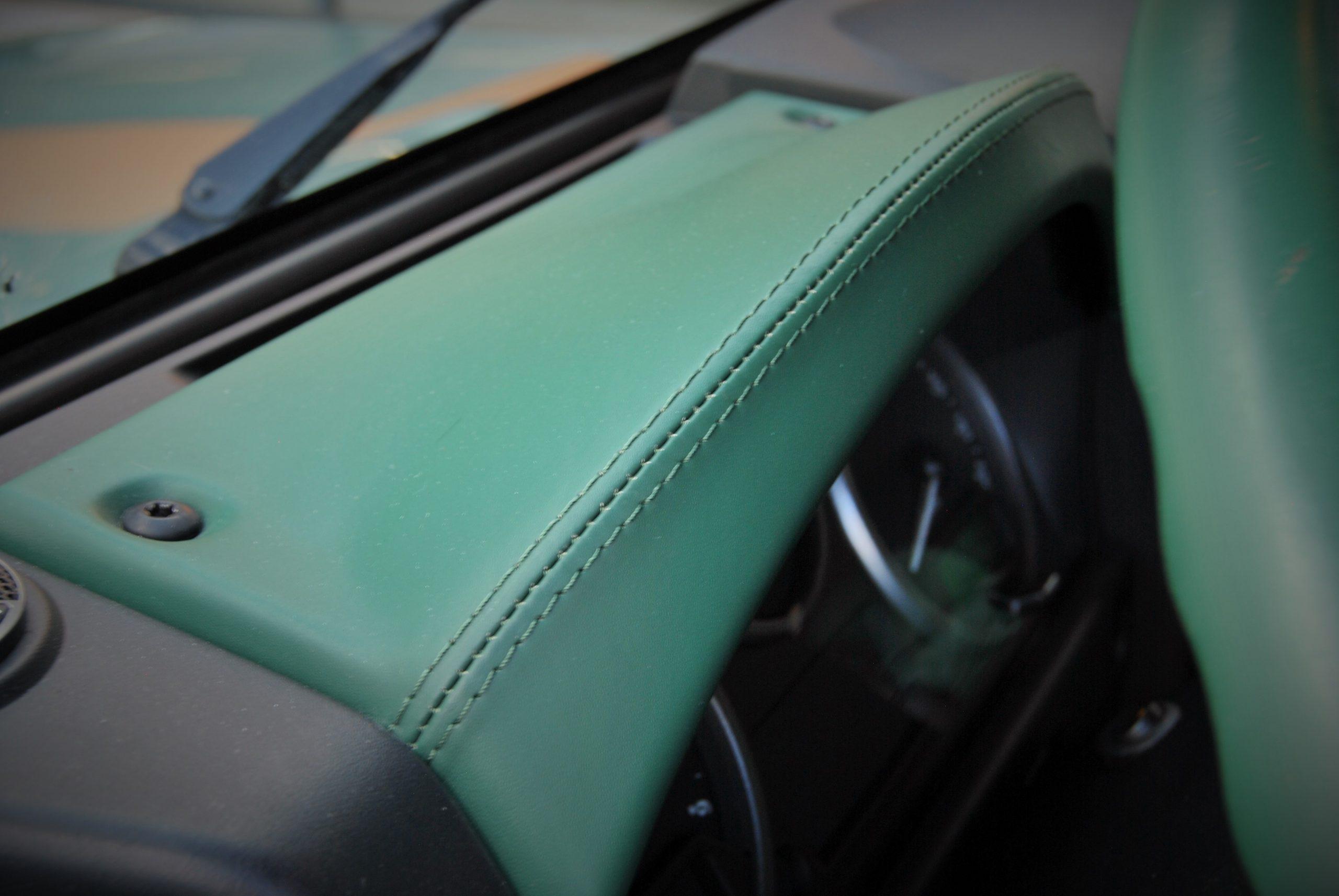 Land Rover Defender 90 Keswick Green interieur leer